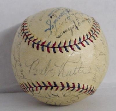 18: YANKEES SIGNED TEAM BALL