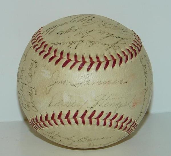 19: CIRCA 1953 YANKEE TEAM BALL SIGNED