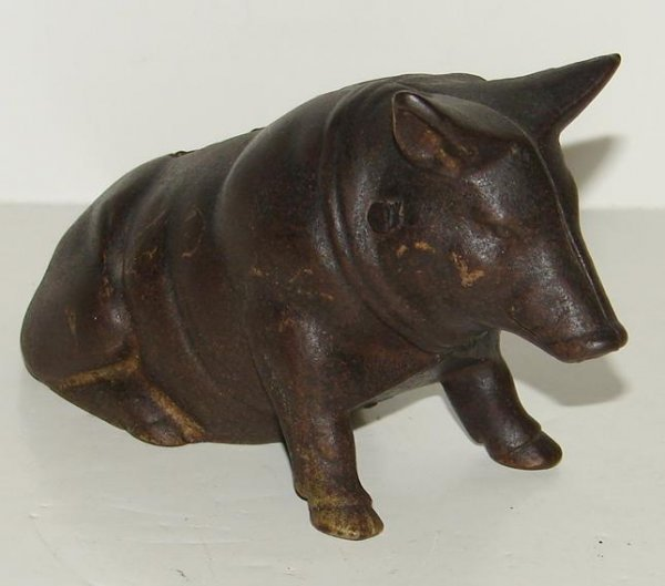 3019: CAST IRON PIG WITH BOW STILL BANK