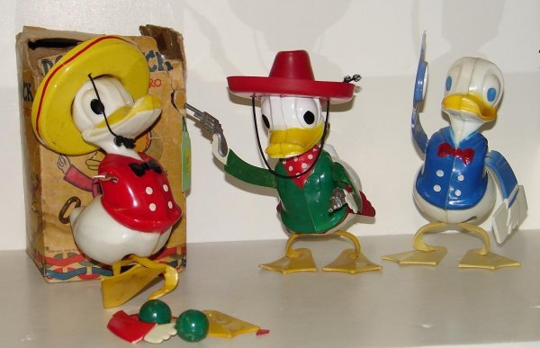 4003: LOT OF THREE VINTAGE DONALD DUCK TOYS