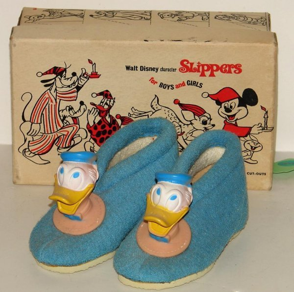 4018: A PAIR OF DONALD DUCK SLIPPERS IN A BOX