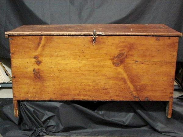 1005: EARLY AMERICAN BLANKET CHEST
