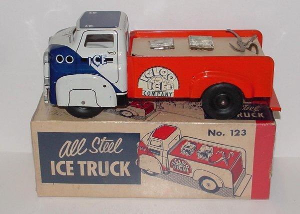 2004: WYANDOTTE. ICE TRUCK. MIB. ORIGINAL BOX IS VERY F