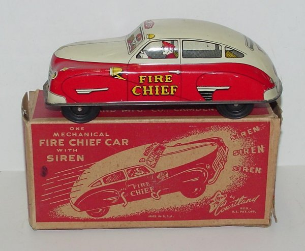 2010: COURTLAND. FIRE CHIEF CAR BOXED. TIN LITHO CAR IN