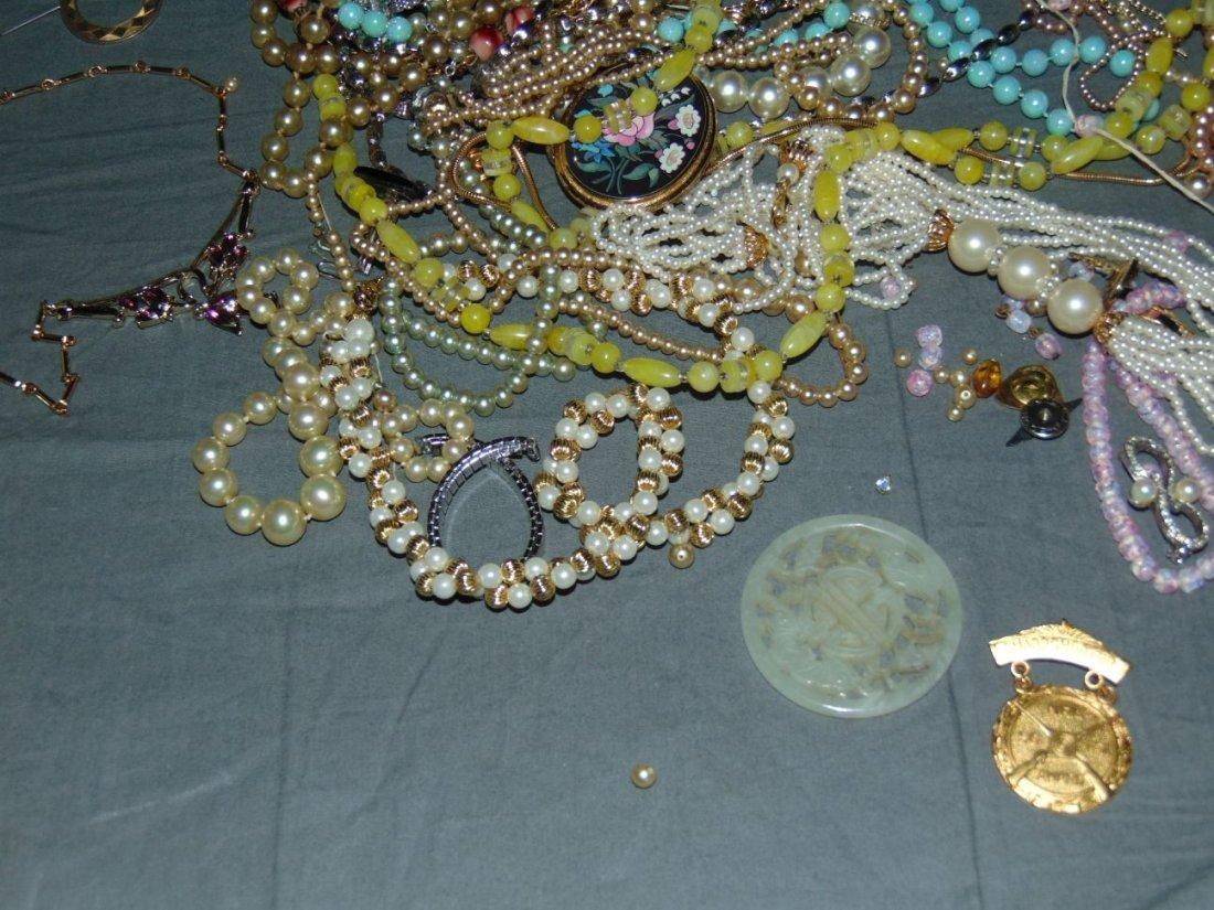 Costume Jewelry. - 2