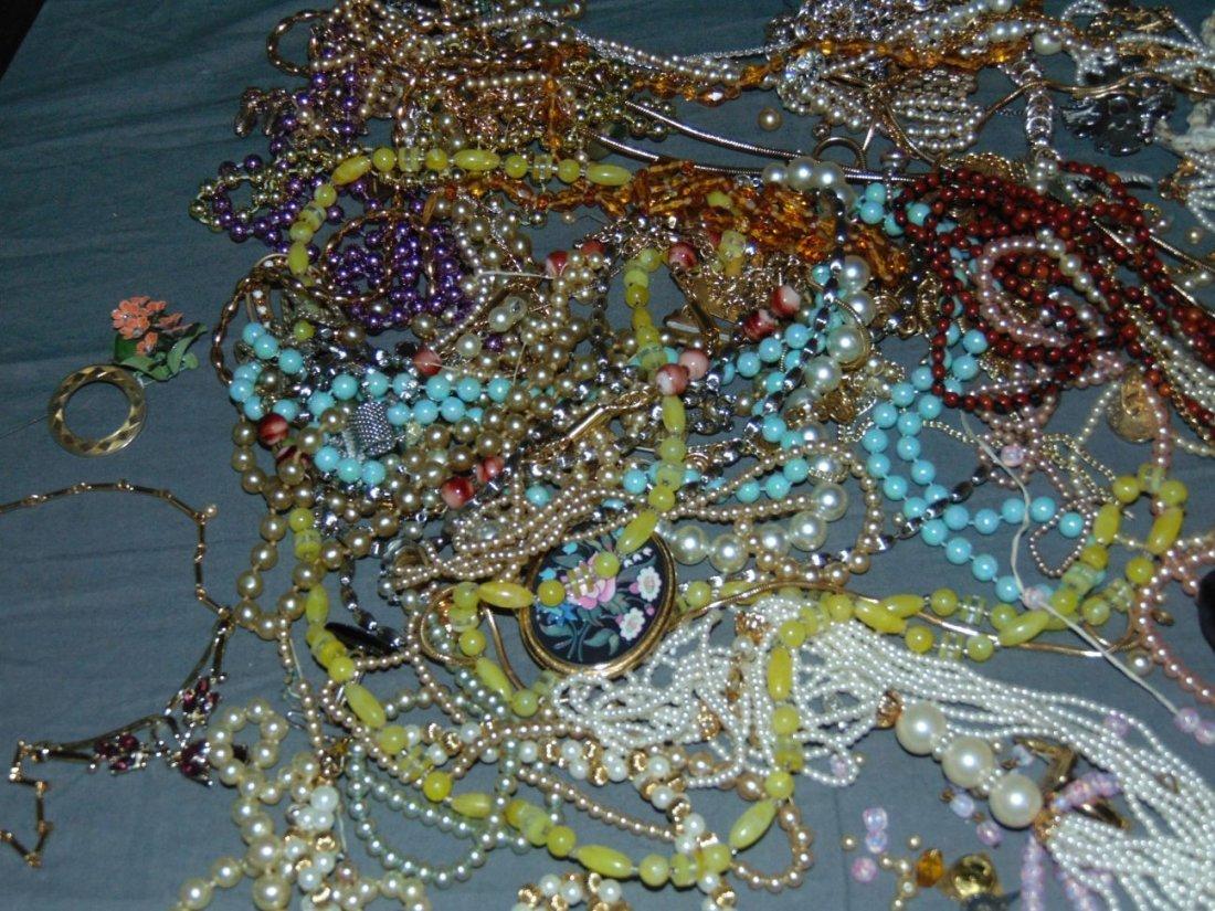 Costume Jewelry. - 4