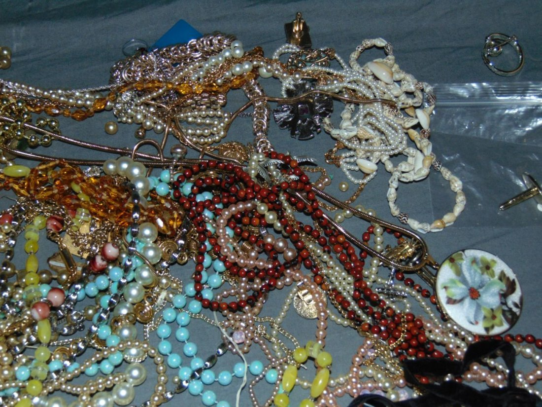 Costume Jewelry. - 7