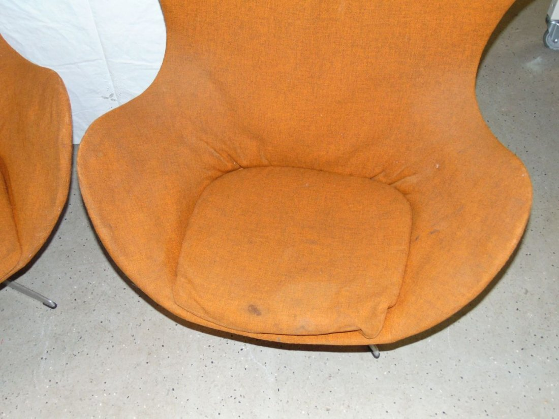 Vtg Pair of Arne Jacobsen Egg Chairs & Ottomans - 3