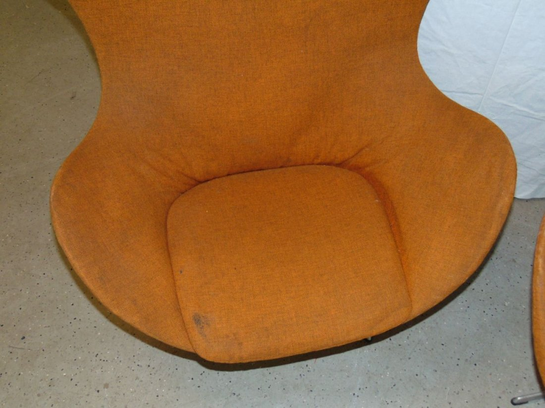 Vtg Pair of Arne Jacobsen Egg Chairs & Ottomans - 4