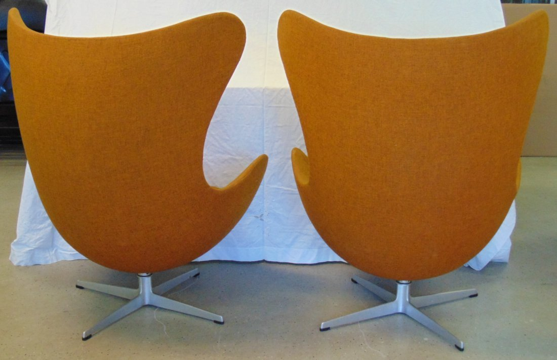 Vtg Pair of Arne Jacobsen Egg Chairs & Ottomans - 5