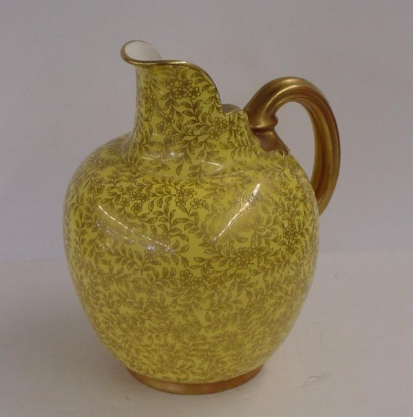1021: ROYAL WORCESTER VASE.
