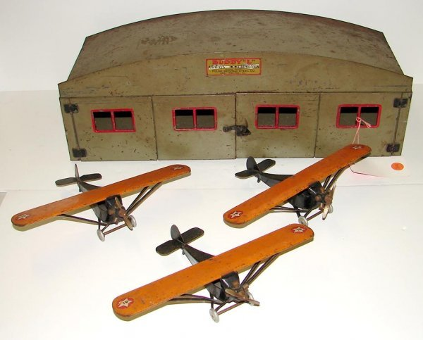 2001: BUDDY L - 3 AIRPLANES AND HANGER