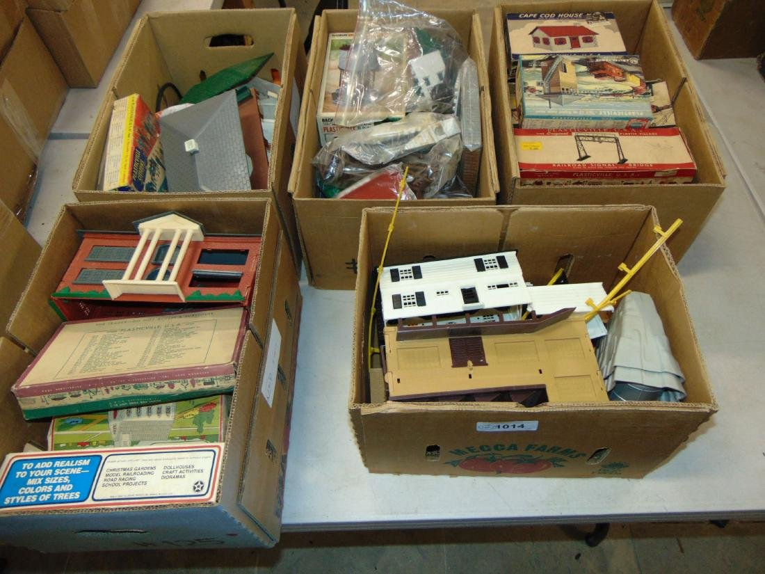 Huge Lot of Bachmann Plasticville