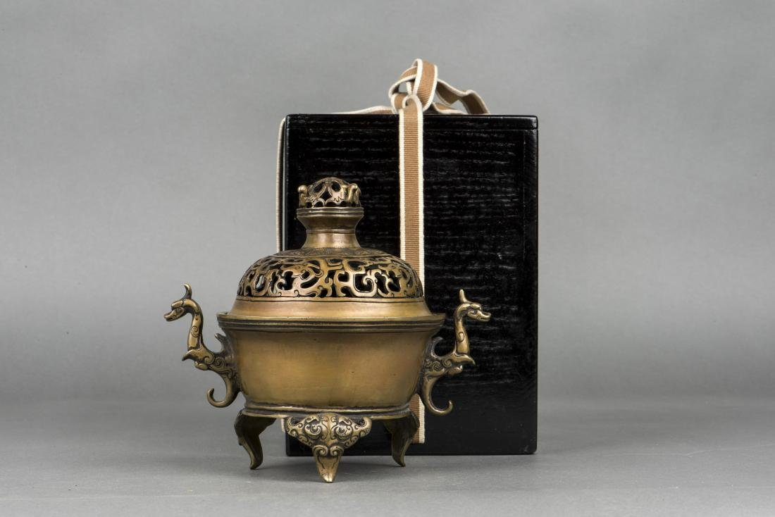 A BRONZE TRIPOD CENSER, 20TH CENTURY