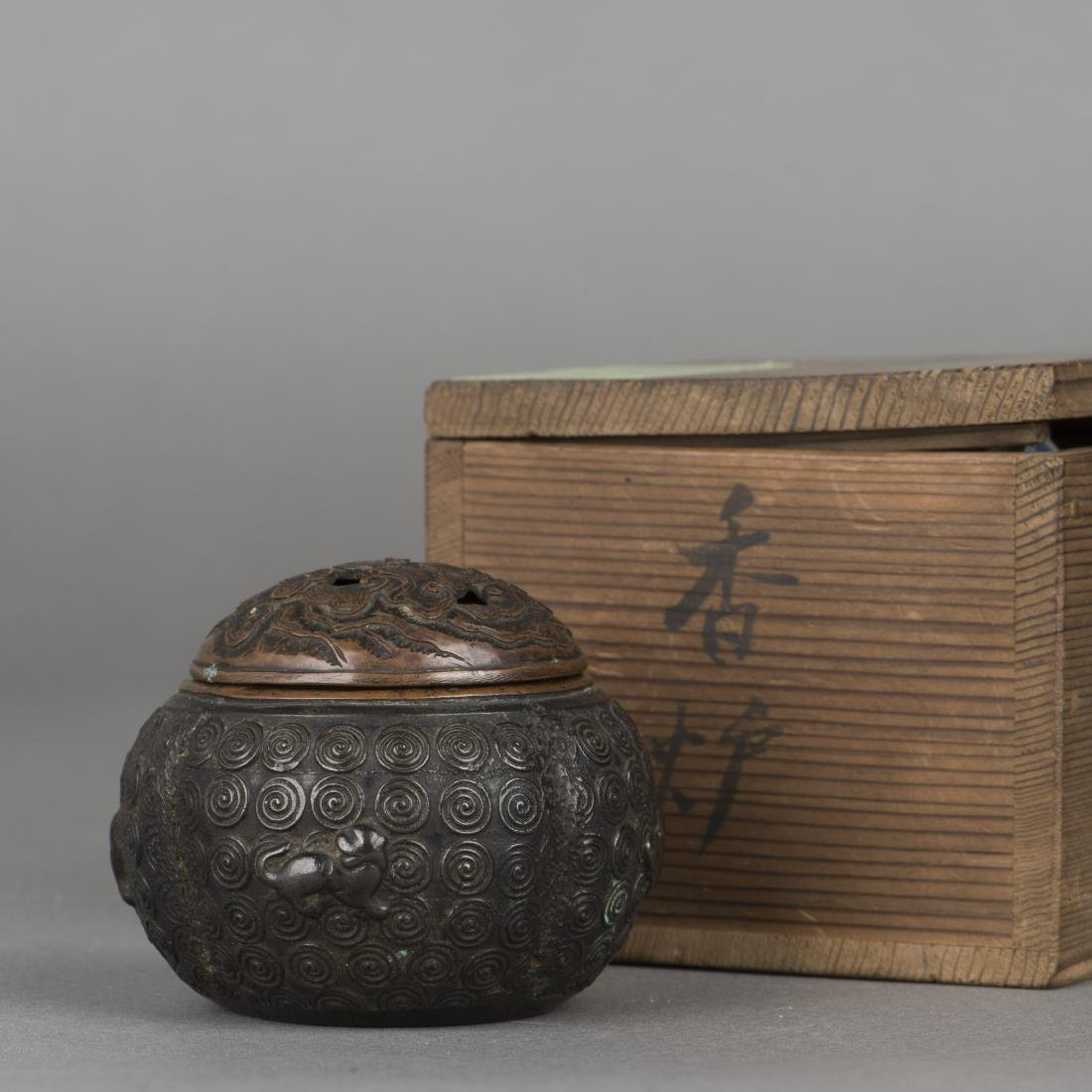 A BRONZE CENSER WITH COVER, 19TH CENTURY