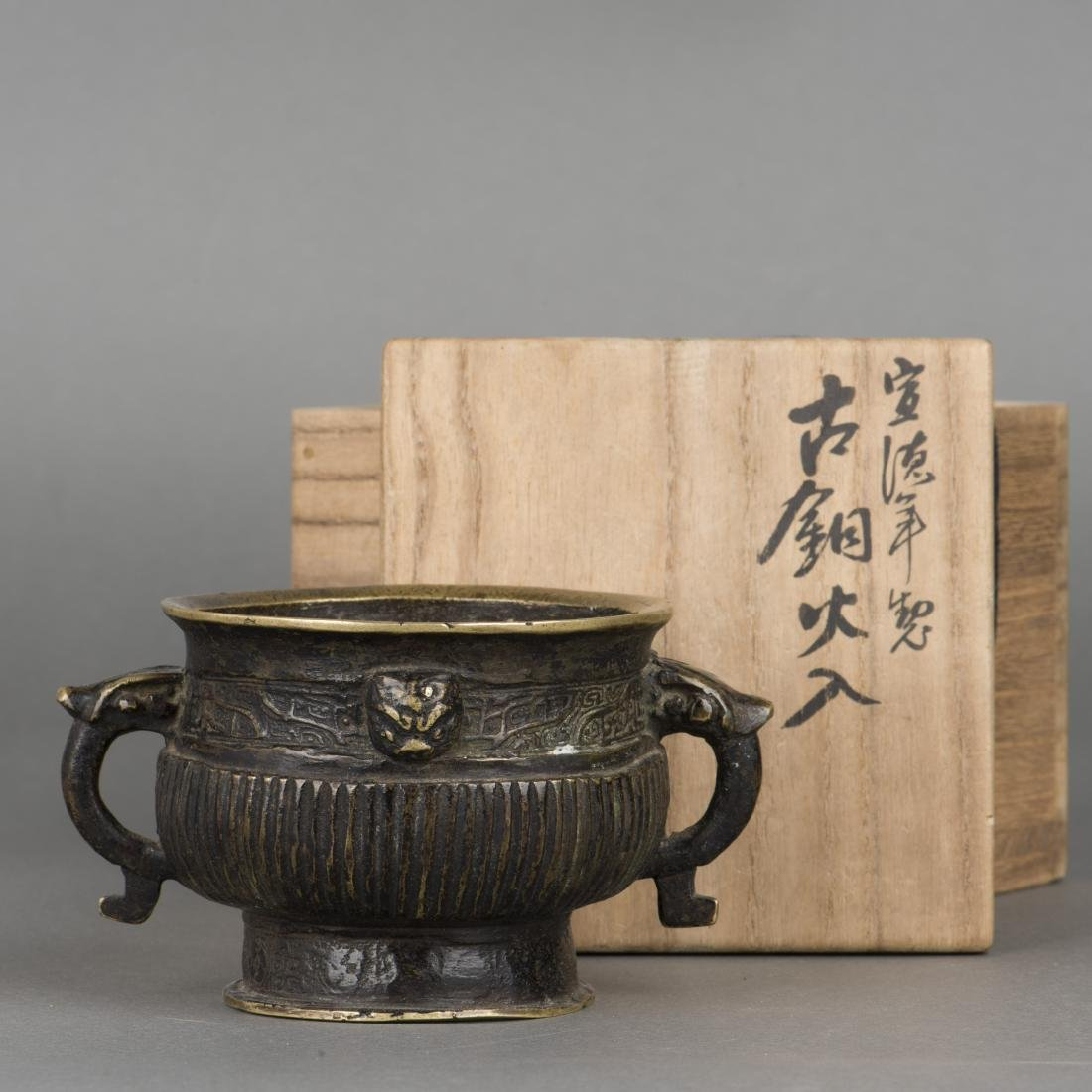 A XUANDE STYLE BRONZE VASE, 19TH CENTURY