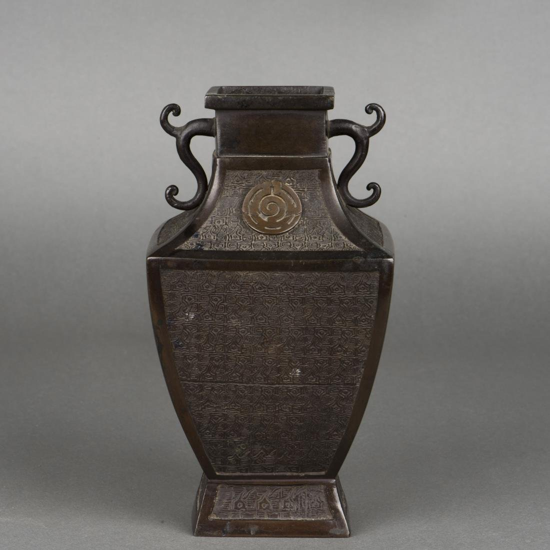 A SONG STYLE BRONZE VASE, 19TH CENTURY