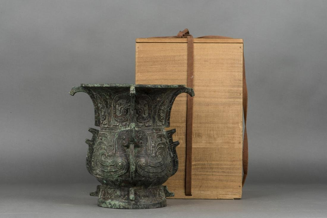 A SHANG STYLE ZUN VASE, 20TH CENTURY