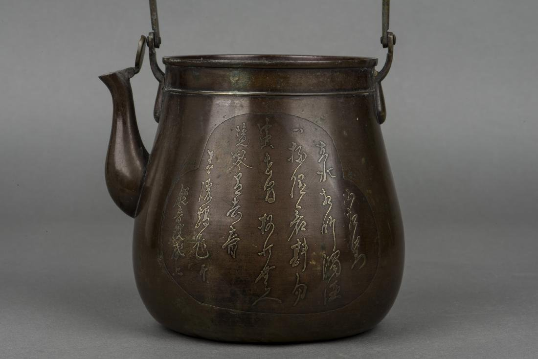 A BRONZE TEAPOT AND COVER, 19TH CENTURY - 3