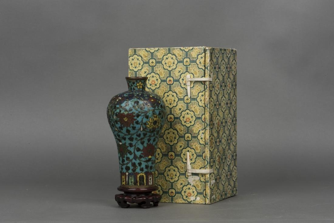 A CLOISONNE ENAMEL VASE, MEIPING, MING DYNASTY