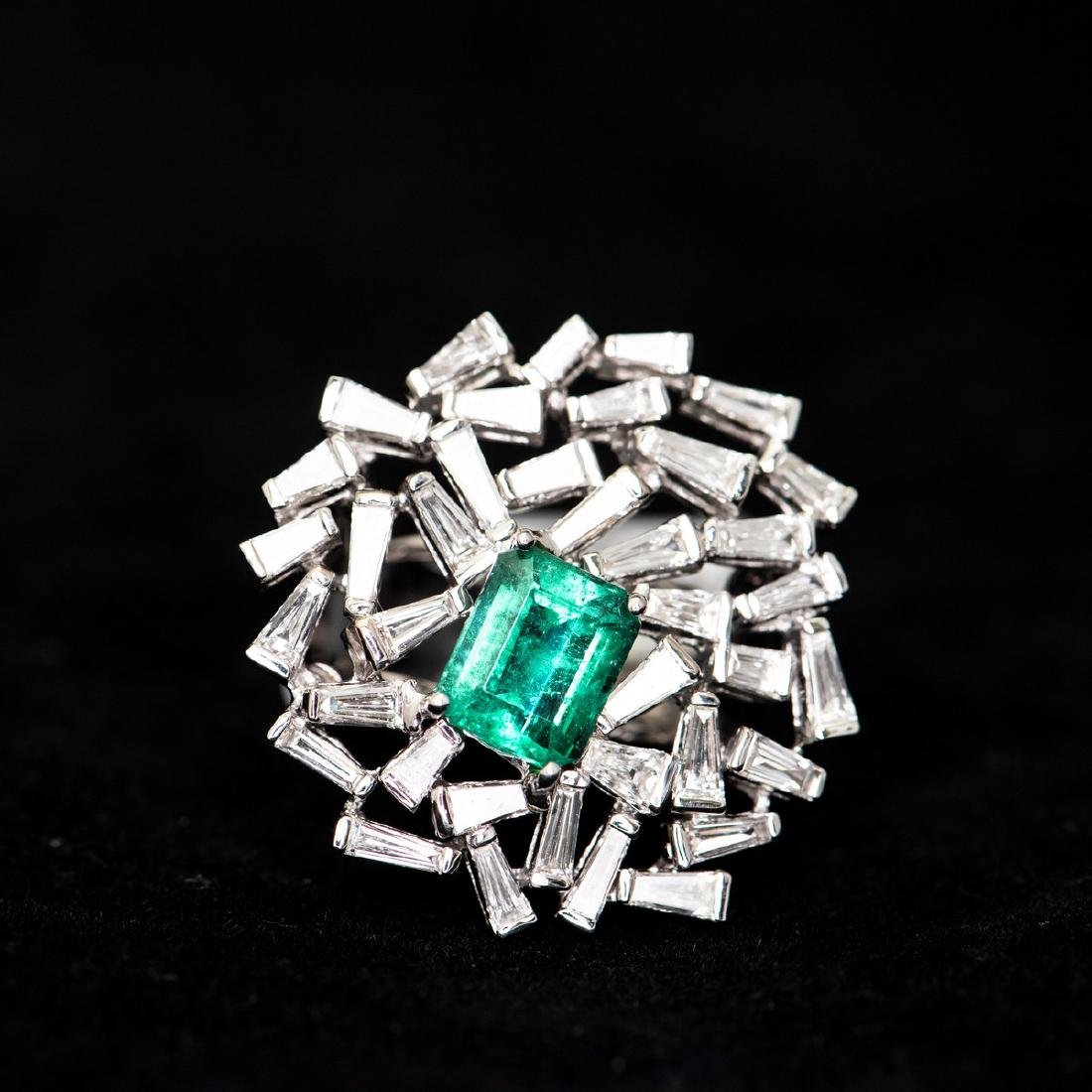 A COCKTAIL EMERALD & DIAMOND RING, AIG CERTIFICATE
