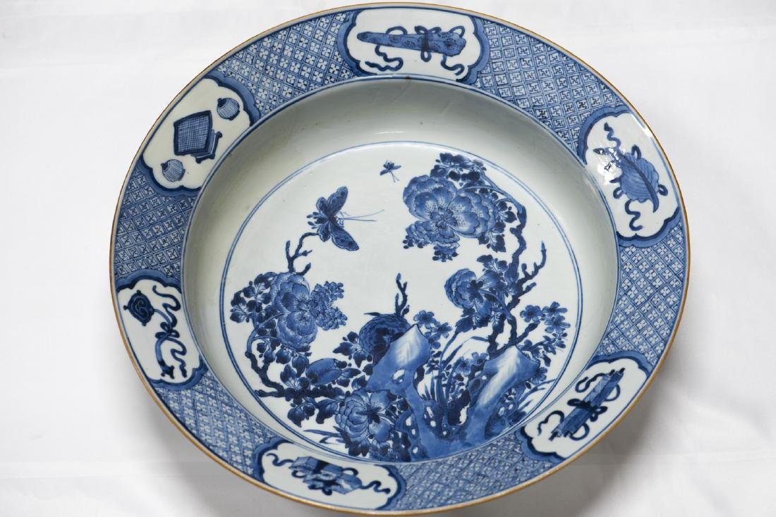 A CHINESE ANTIQUE BLUE & WHITE BASIN