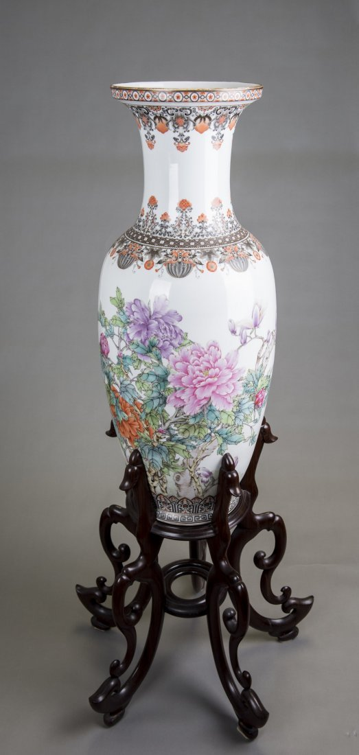 A LARGE FAMILLE ROSE PEONIES VASE, MID 20TH CENTURY