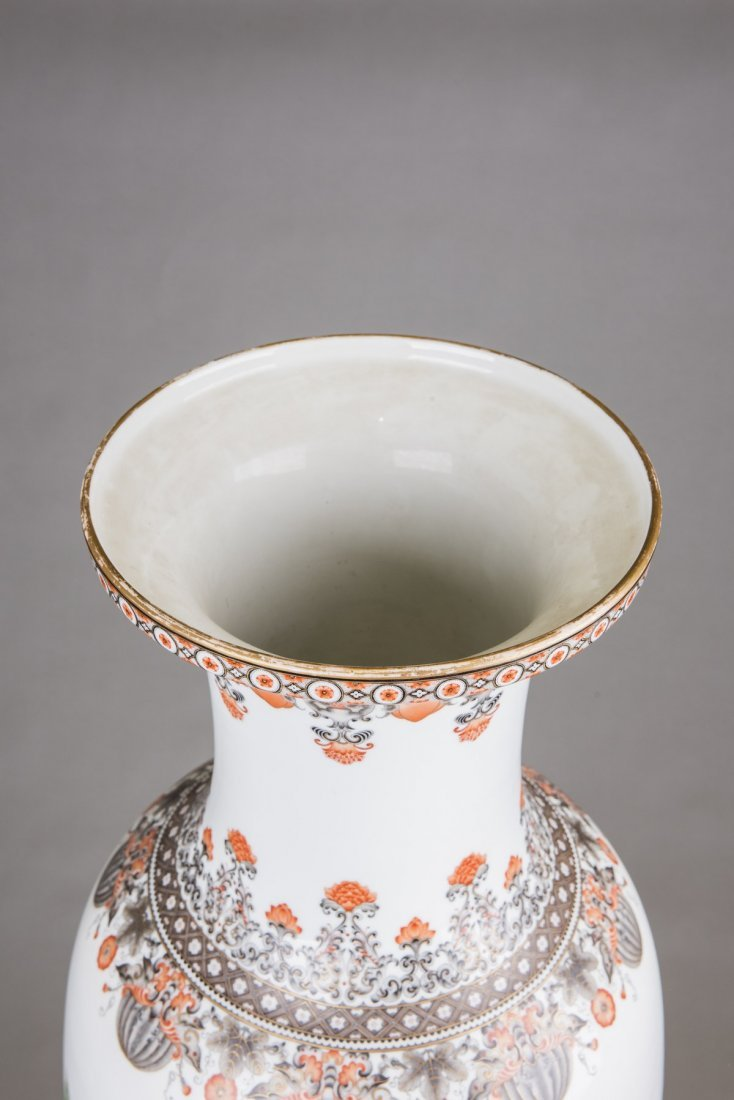 A LARGE FAMILLE ROSE PEONIES VASE, MID 20TH CENTURY - 3