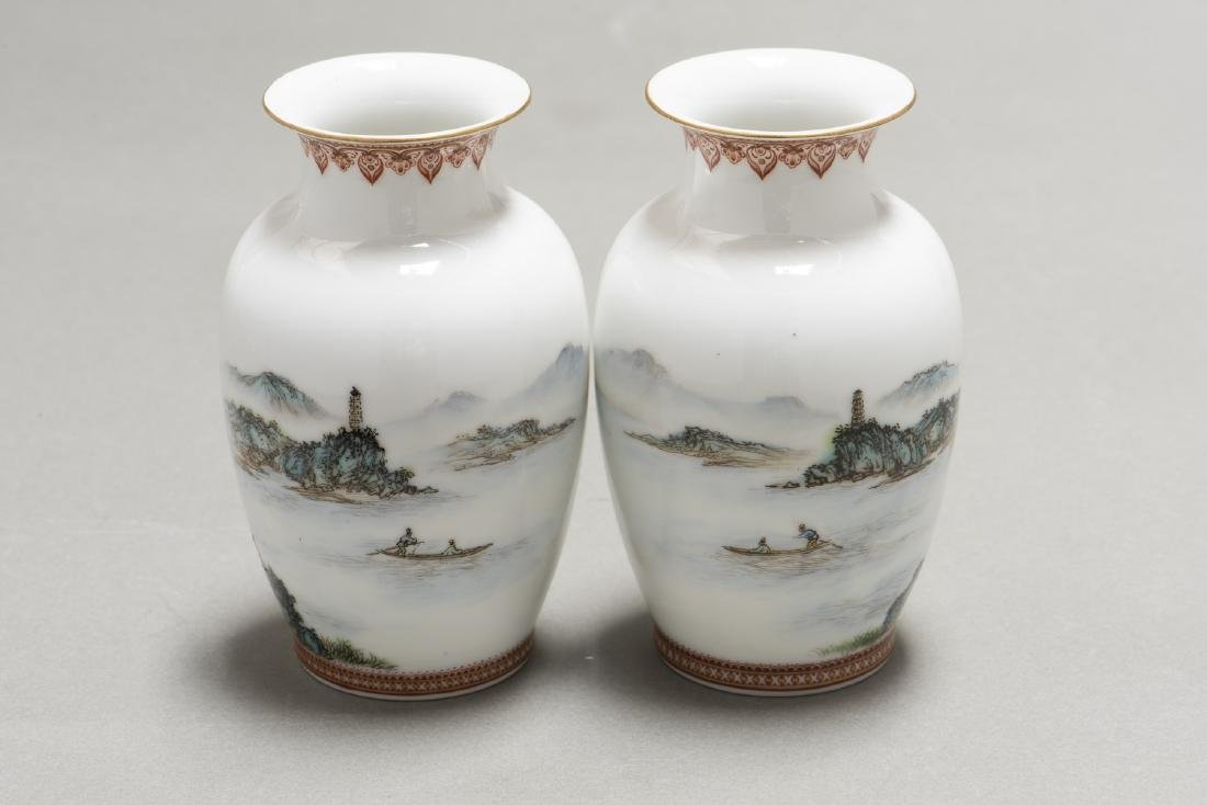 A PAIR OF CHINESE FAMILLE ROSE VASES - 3