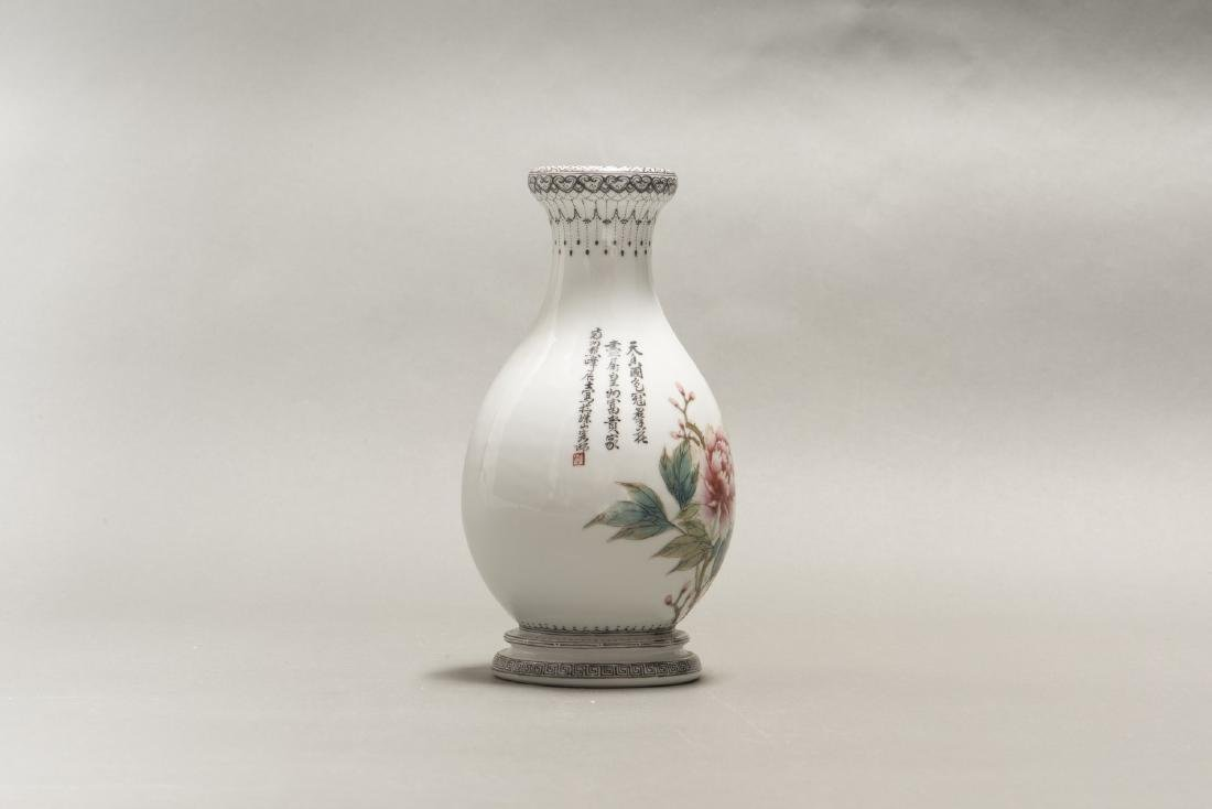 A CHINESE ANTIQUE FAMILLE ROSE PEONIES & BIRD VASE - 3