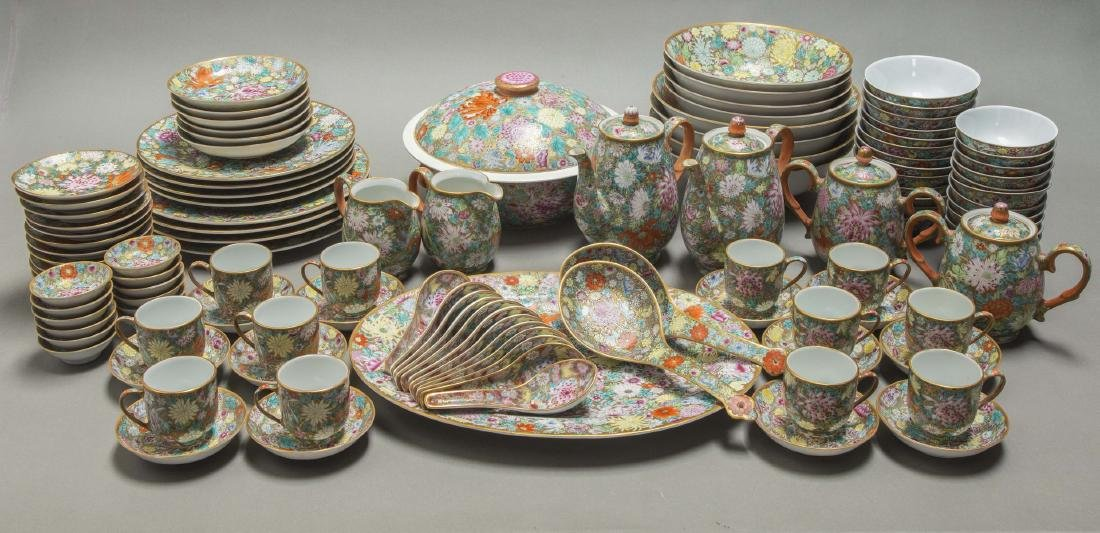 A CHINESE EXPORT FAMILLE ROSE DINNER SERVICE
