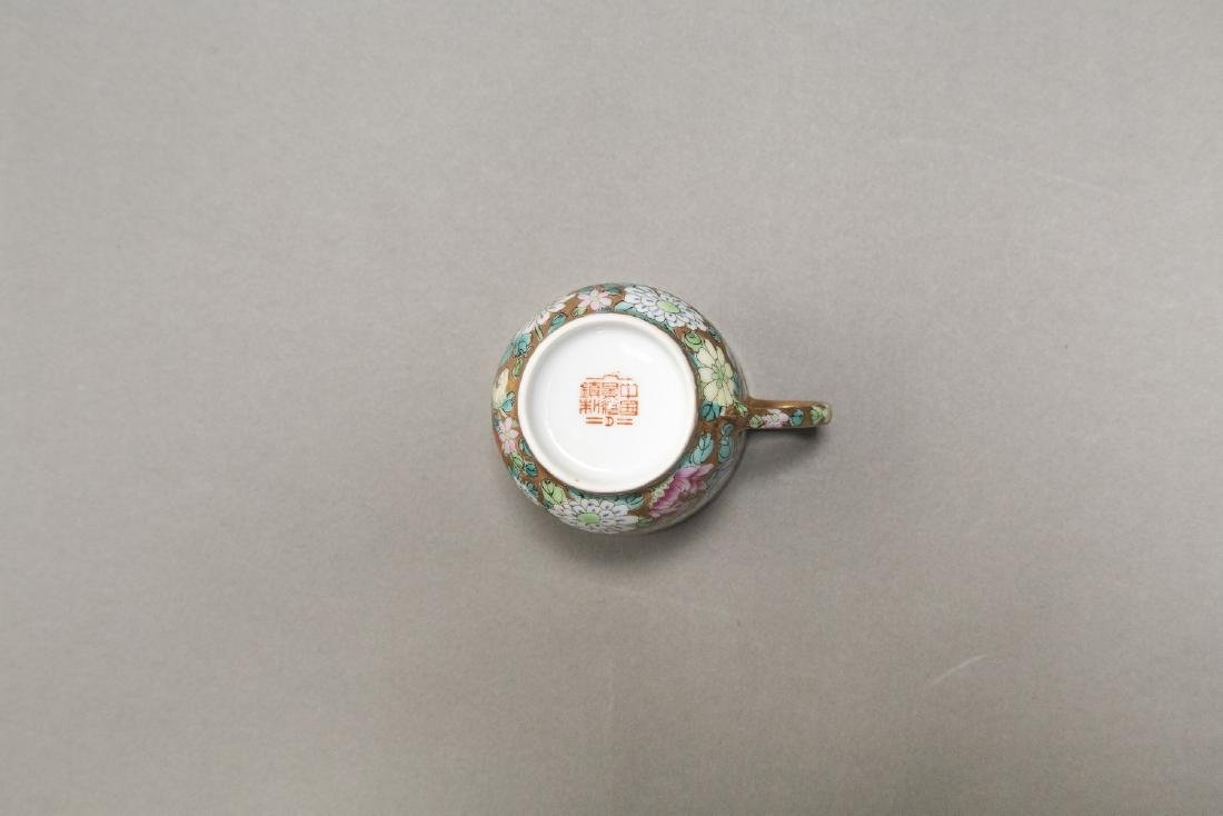 A CHINESE EXPORT FAMILLE ROSE DINNER SERVICE - 2