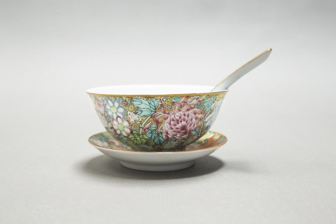 A CHINESE EXPORT FAMILLE ROSE DINNER SERVICE - 3