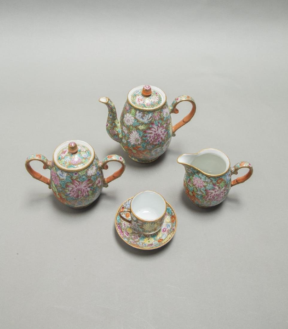 A CHINESE EXPORT FAMILLE ROSE DINNER SERVICE - 9