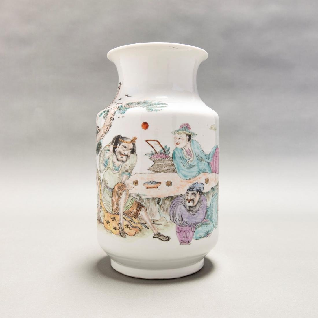 A CHINESE ANTIQUE' FAMILLE ROSE FIGURE VASE, QING