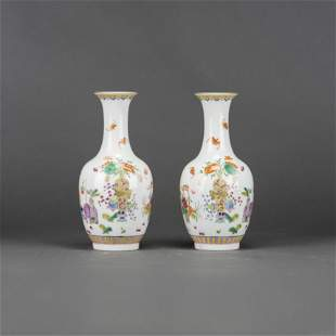 A PAIR OF FAMILLE ROSE VASES, WITH QIANLONG MARK