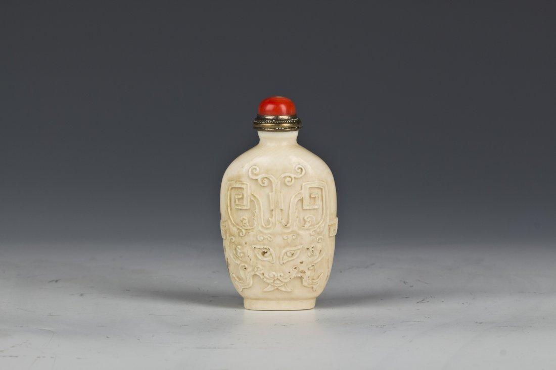 Carved bones Snuff bottle