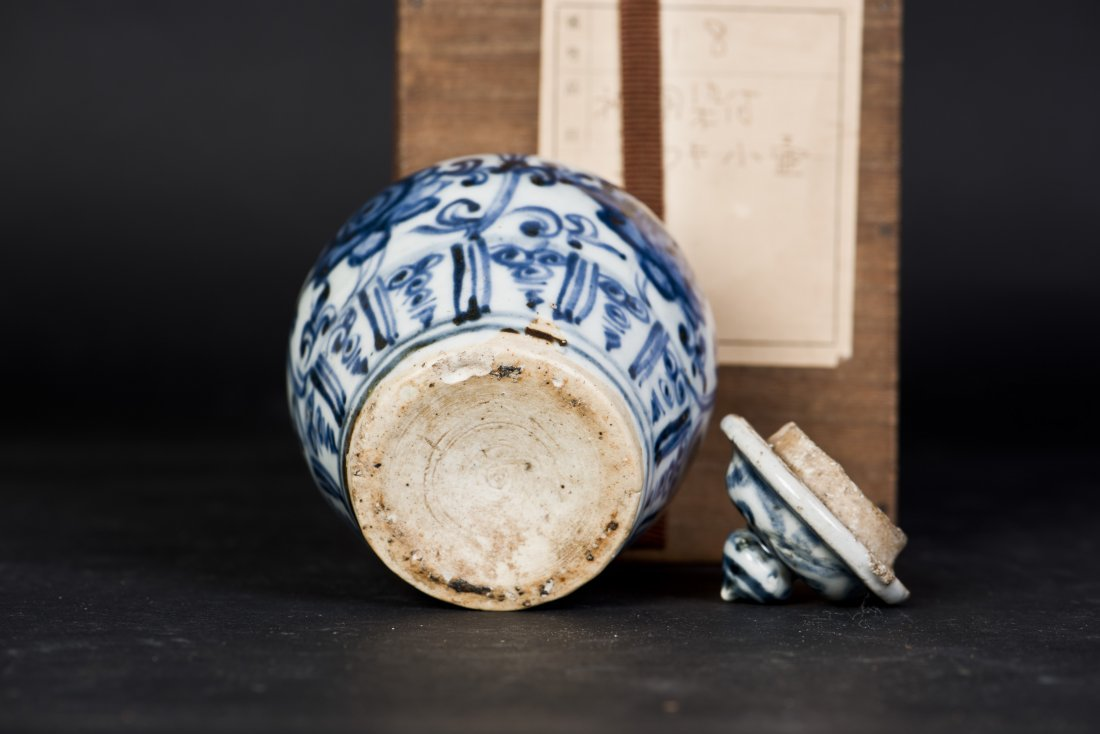 A BLUE AND WHITE PORCELAIN JAR WITH LID, MING DYNASTY - 5