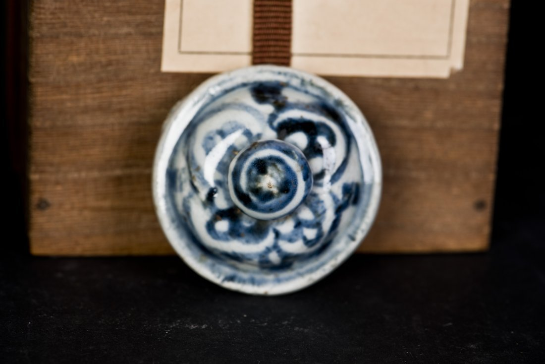 A BLUE AND WHITE PORCELAIN JAR WITH LID, MING DYNASTY - 6