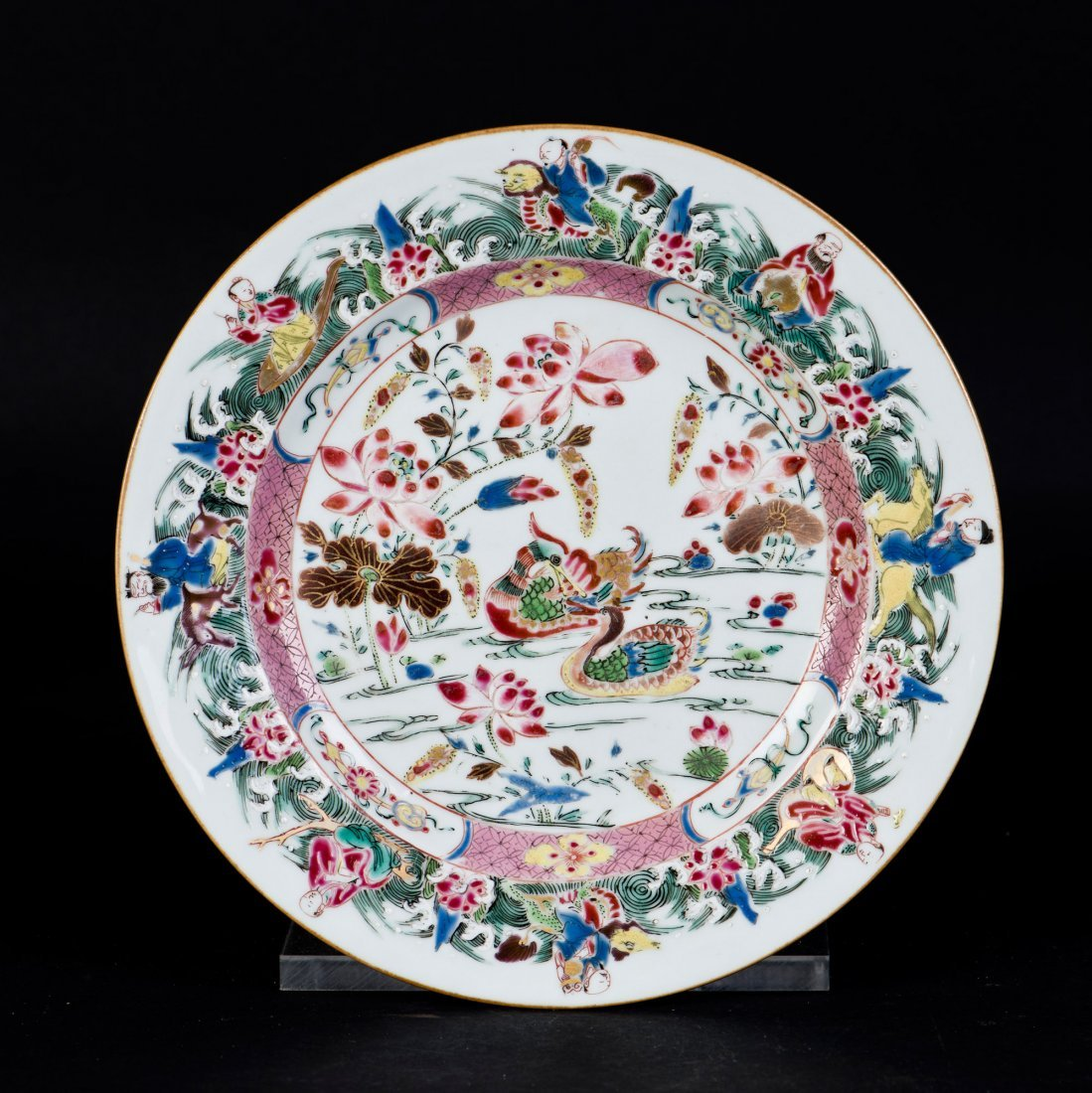 A FAMILLE ROSE PORCELAIN PLATE, 18TH CENTURY