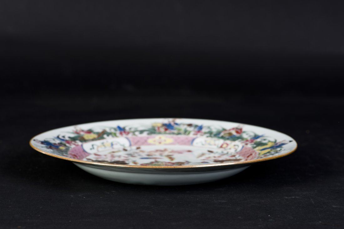 A FAMILLE ROSE PORCELAIN PLATE, 18TH CENTURY - 4