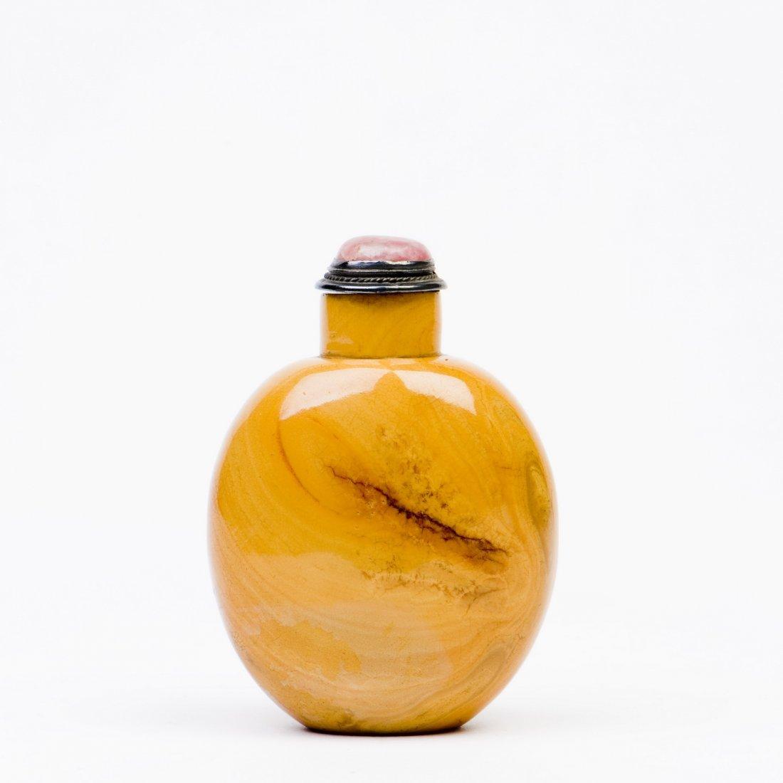A YELLOW PEKING GLASS SNUFF BOTTLE
