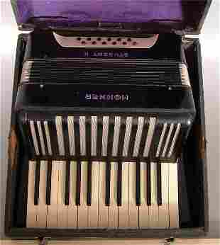 """HOHNER STUDENT II ACCORDIAN IN CASE 13""""L X 6 1/2"""""""