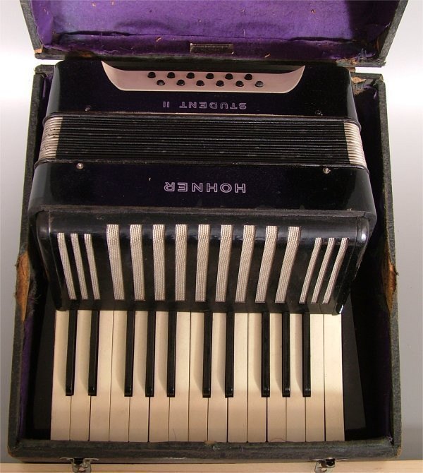 """7015: HOHNER STUDENT II ACCORDIAN IN CASE 13""""L X 6 1/2"""""""