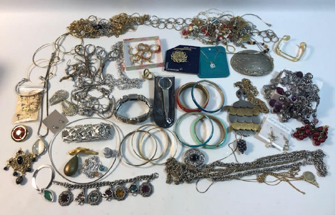 FASHION AND COSTUME JEWELRY BOX LOT ~ ASSORTED PIECES