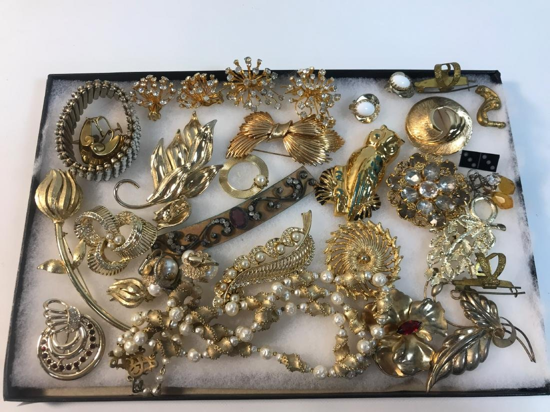 VINTAGE GOLD TONE FASHION JEWELRY LOT ~ LOT INCLUDES