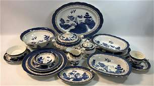 ROYAL DOULTON OLD WILLOW CHINA SET  8 DINNER PLATES