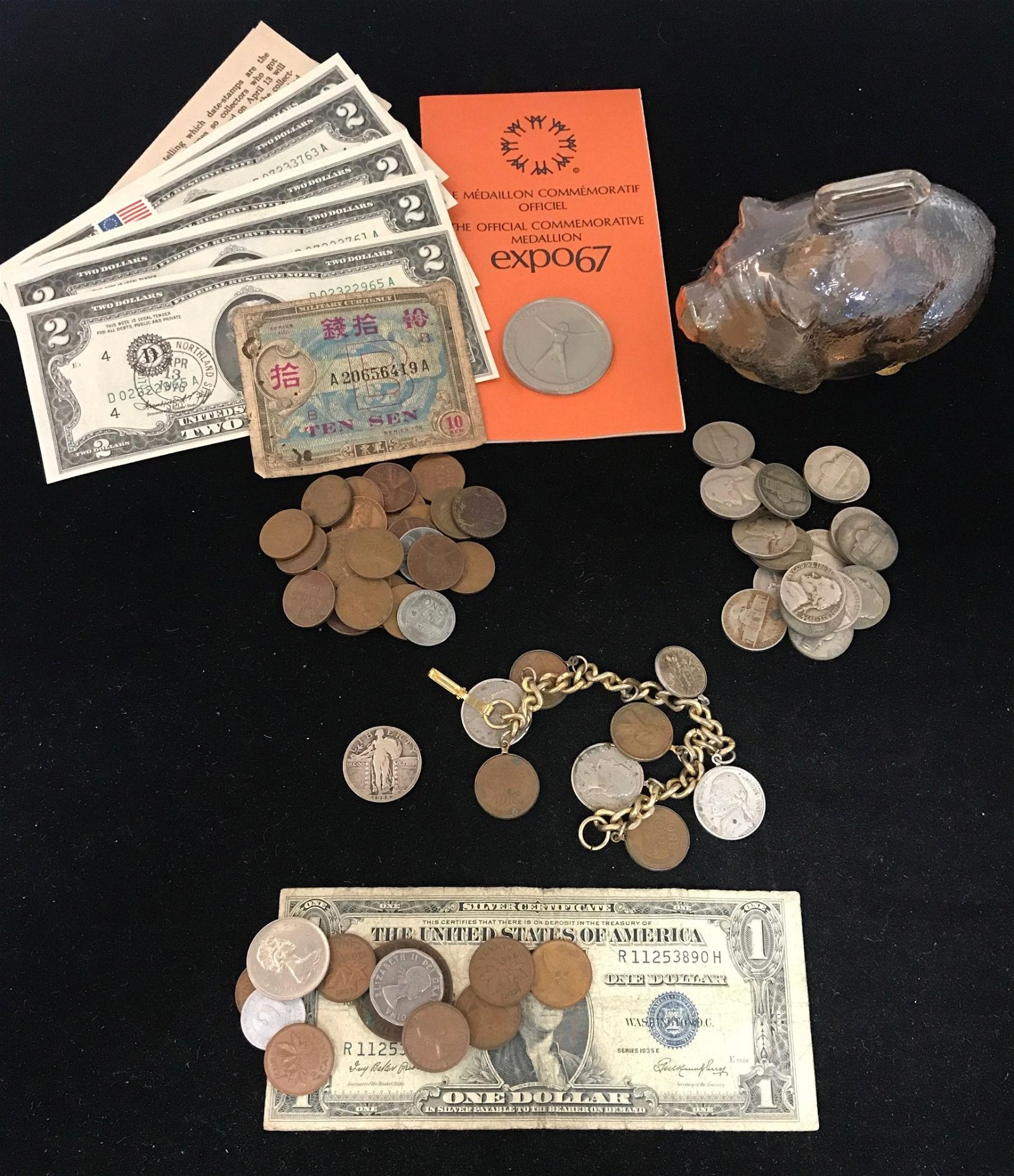MIXED LOT INCLUDING GLASS PIGGY BANK WITH COINS, COIN