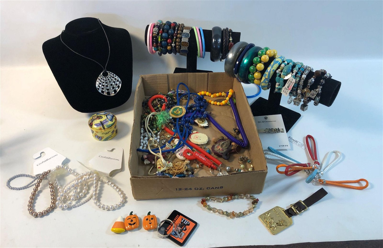 BOX LOT MISCELLANEOUS COSTUME JEWELRY PIECES ~ LOT