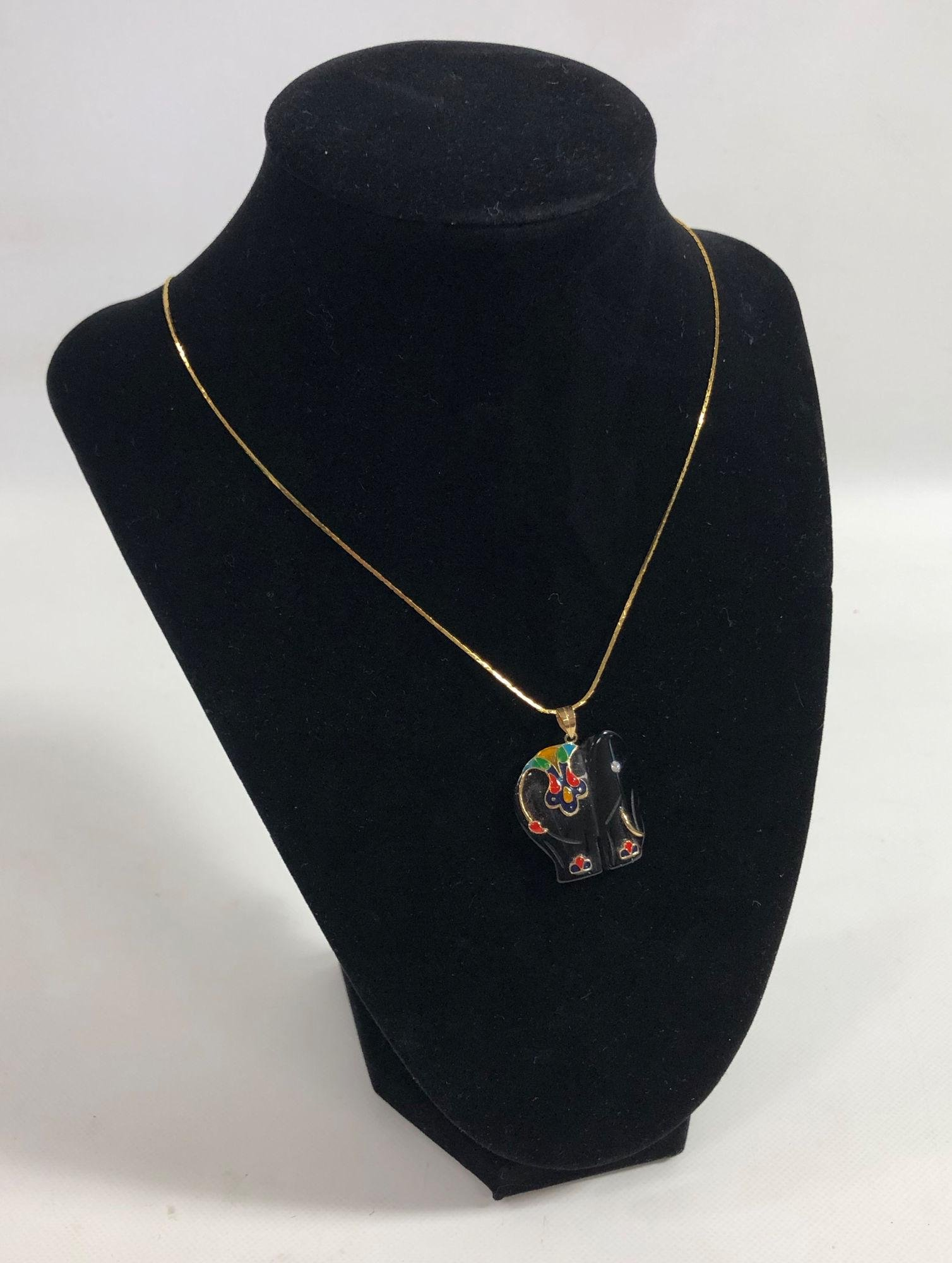 FASHION NECKLACE ~ GOLD TONE CHAIN FEATURING ONYX